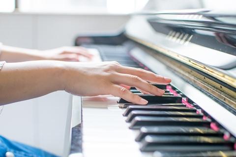 ピアノ演奏KM.jpg