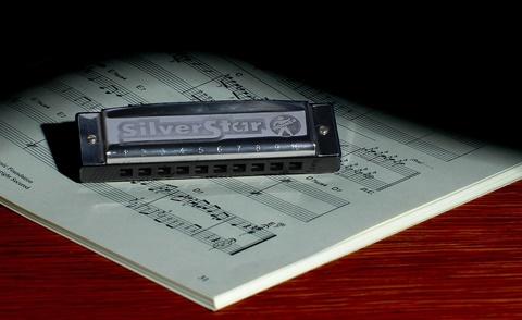 harmonica-621257_960_720.jpg