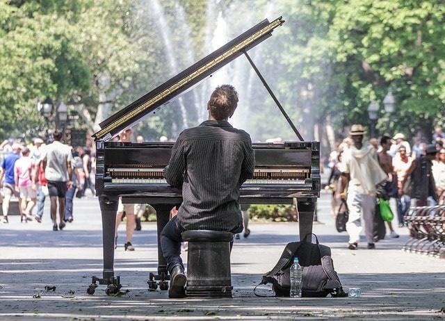 街角ピアノ1.jpg