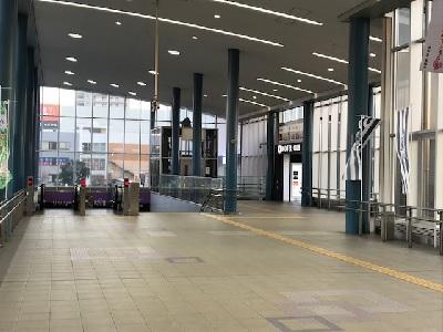 藤枝駅改札から南口風景.jpg