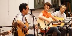 写真:アコースティックギターコースの弾き語り発表会。いざ本番編 藤枝店