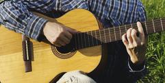 写真:クラシック?フォーク?アコースティック?ギターの違いを解説します|藤枝店