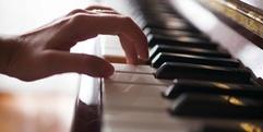 写真:【静岡市 ピアノ教室】弾きたい曲からはじめよう~チケットピアノ│おとサロン呉服町