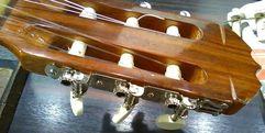 写真:クラシックギター ペグ交換のポイント|本店