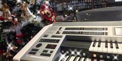 写真:エレクトーンで弾くクリスマスソング|SBS通り店