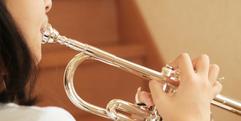 写真:金管楽器音の出る仕組み・マウスピースの選び方 学校販売課