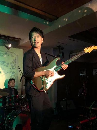 ギター講師AYUMU